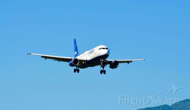 Airbus A320 (N656JB)