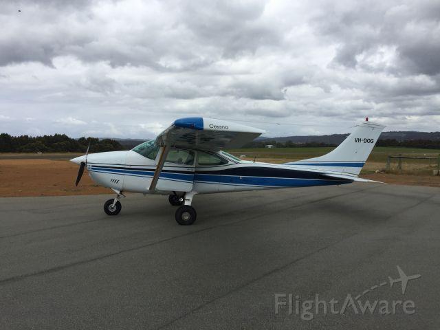Cessna Skylane (VH-DOG)