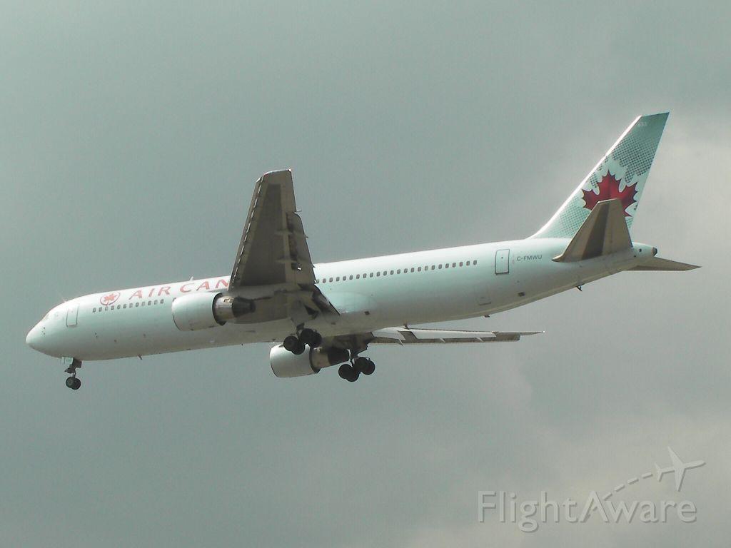 BOEING 767-300 (C-FMWU) - Runway 24R