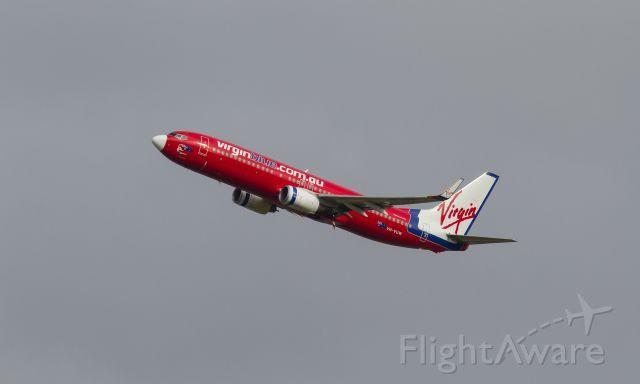 Boeing 737-800 (VH-VUW) - 'Sydney Siren' departing RWY 19 on the 8/2/14