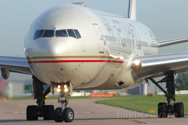 BOEING 777-300 (A6-ETJ)