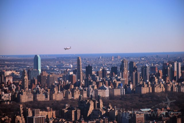Piper Cherokee — - Piper Warrior heads Northbound on the NYC Hudson River Corridor