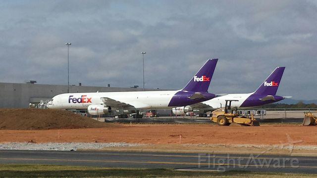 Boeing 757-200 (N990FD) - Couple of Fed