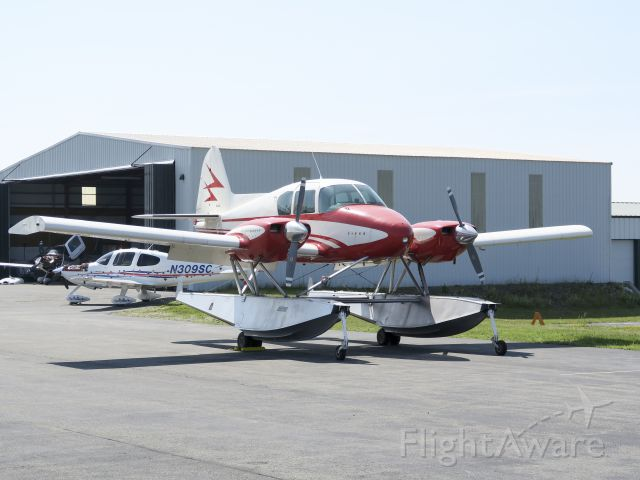 Piper Apache (N34DA) - Very nice!