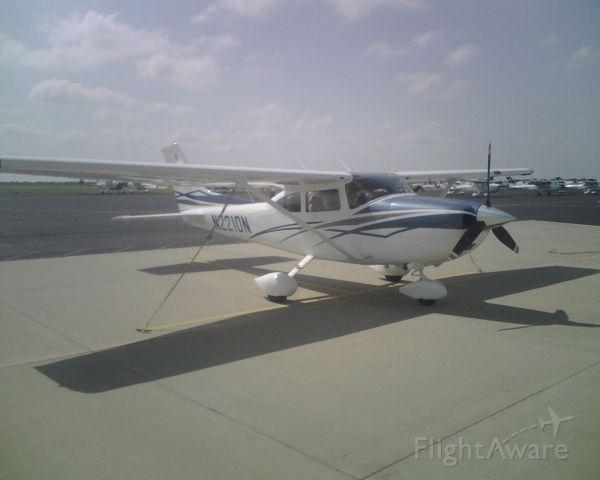 Cessna Skylane (N2210N)