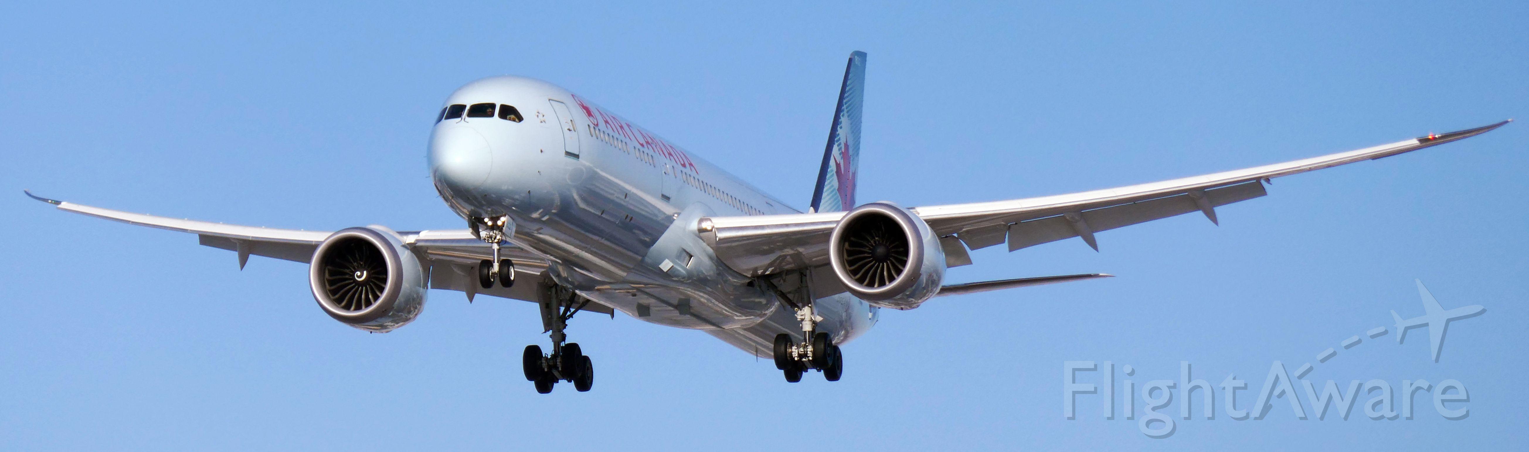 Boeing 787-9 Dreamliner (C-FNOG)
