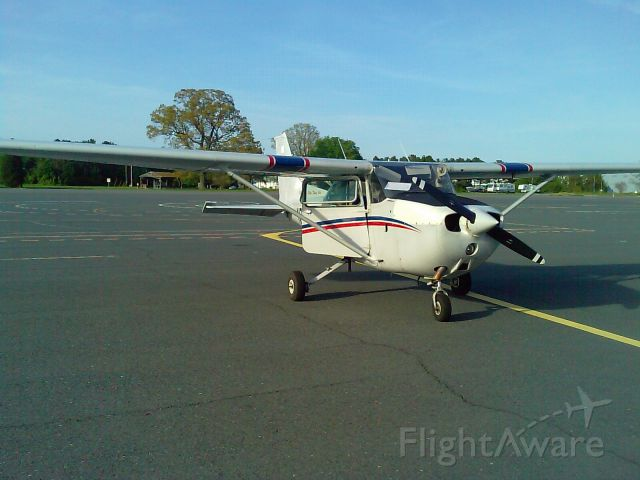 Cessna Skyhawk (N7607E) - At flying club, next to taxiway alpha, right before a flight.