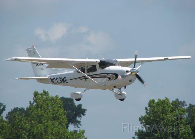 Cessna Skylane (N223ME) - Landing at Downtown Shreveport.