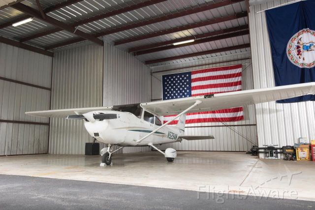 Cessna Skyhawk (N5294W) - A picture of the Cessna 172R. Photo courtesy of Urban Style Studios.