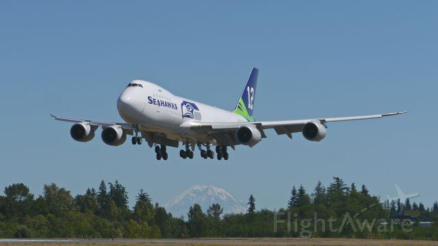 BOEING 747-8 (N841BA) - BOE673 on final to Rwy 34L to complete its B2 flight on 7/29/15. (ln 1520 / cn 60119). Mount Rainier can be seen in the distance. This is the second B748 Boeing has painted in a Seattle Seahawks cs.