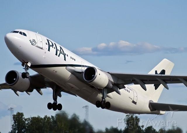 Airbus A310 (AP-BGO)