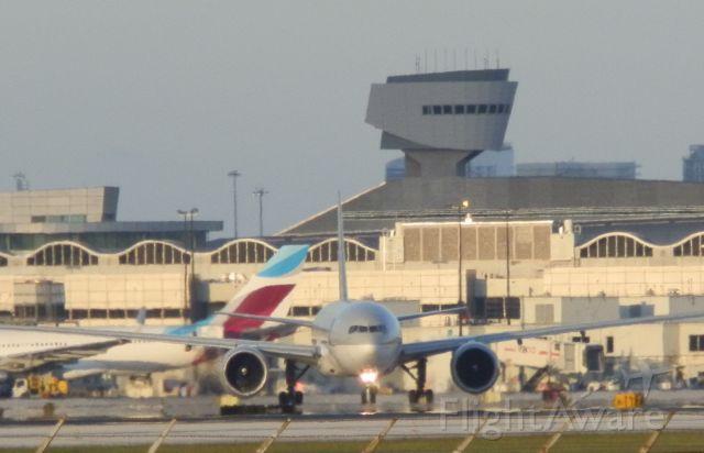 BOEING 777-300ER (A7-BAN)