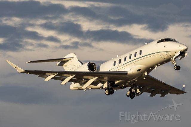 Bombardier Challenger 300 (N358MH)