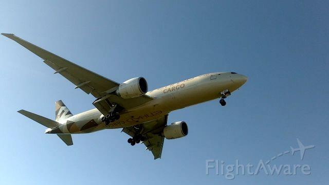 Boeing 777-200 (A6-DDE) - Atterrissage d'un Boeing 777-FFX de Etihad Cargo (A6-DDE)(Partie 4)