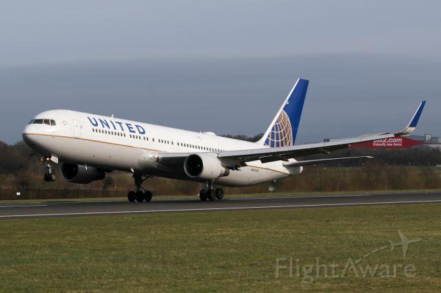 BOEING 767-300 (N641UA) - UA80 rotates on the return to EWR