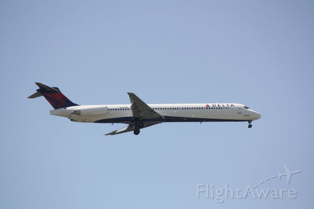 McDonnell Douglas MD-88 (N984DL) - Delta Flight 1678 (N984DL) arrives at Sarasota-Bradenton International Airport following a flight from Hartsfield-Jackson Atlanta International Airport