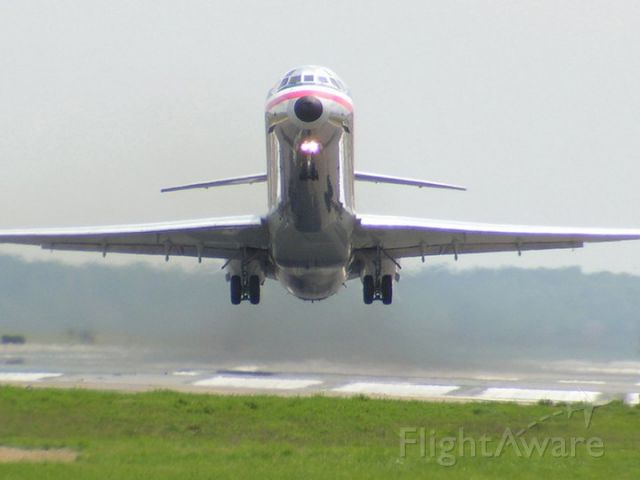 McDonnell Douglas MD-80 (N9624T) - take-off