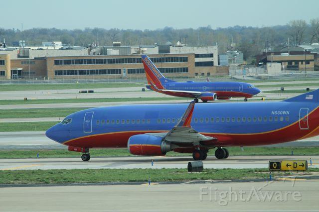 BOEING 737-300 (N630WN)