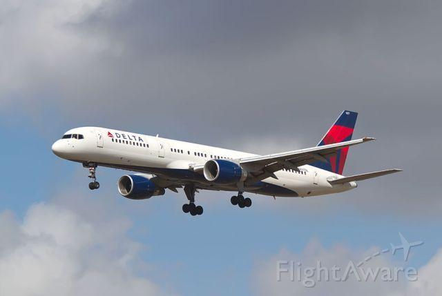 Boeing 757-200 (N687DL) - Landing at Tampa  10 26 2010