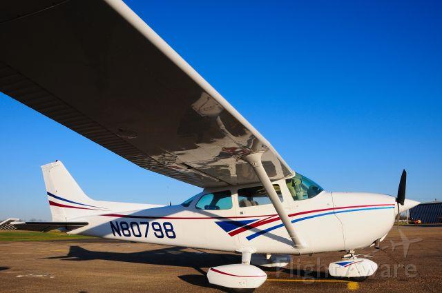 N80798 — - A Clean SkyHawk