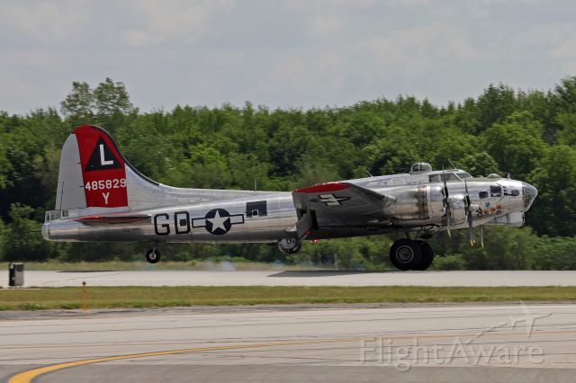 Boeing B-17 Flying Fortress (N3193G) - Yankee Lady returning from taking a few pax up for a flight over Toledo on 23 May 2021.