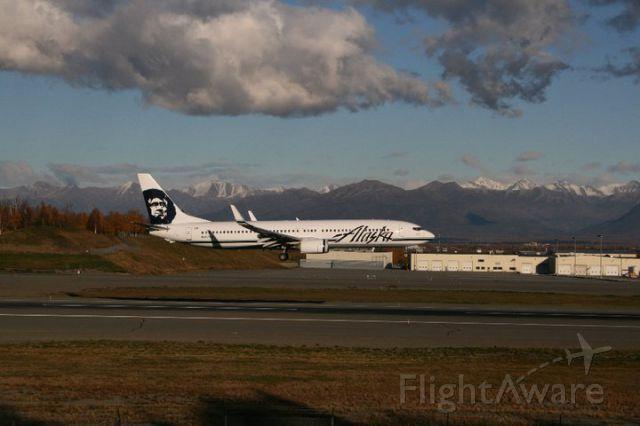 Boeing 737-900 (N317AS) - Alaska -990 arriving Rwy 14/PANC
