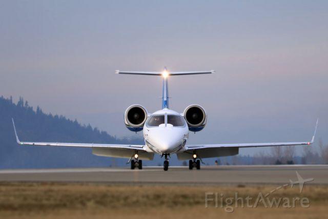 Learjet 60 (N98UF)