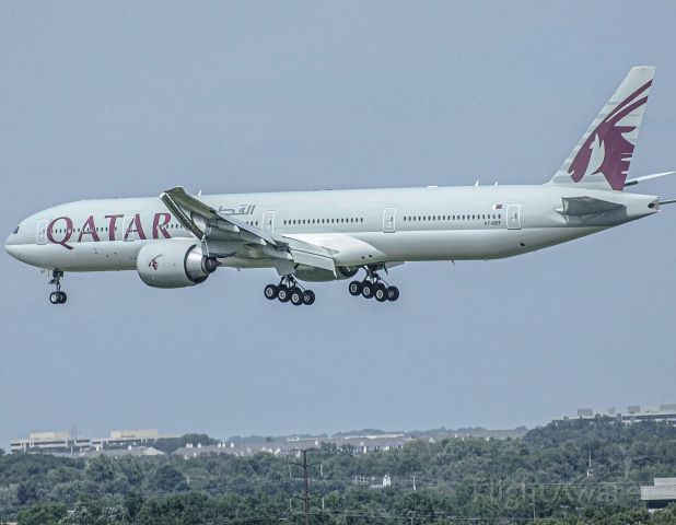 Boeing 777 (A7-BEF) - Qatar 707 Landing 1R at Dulles after a long flight from Doha.<br /><br />5/26/19