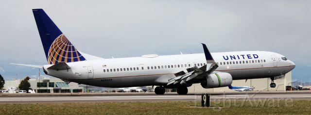 Boeing 737-900 (N68802) - Landing on 35L.
