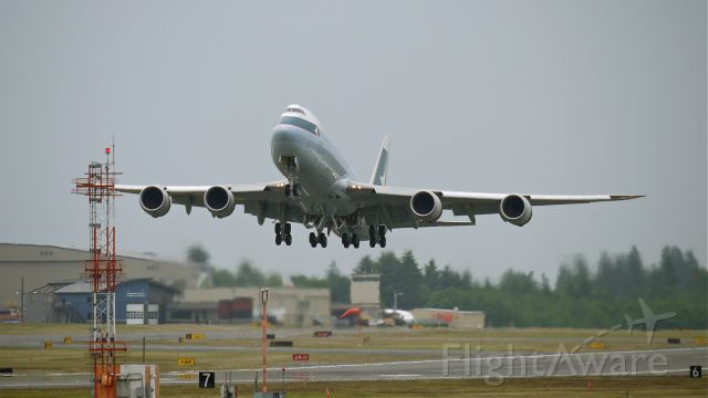 BOEING 747-8 (B-LJC) - BOE553 climbs from runway 34L beginning its first flight on 6/23/13. (LN:1433 cn 39240).