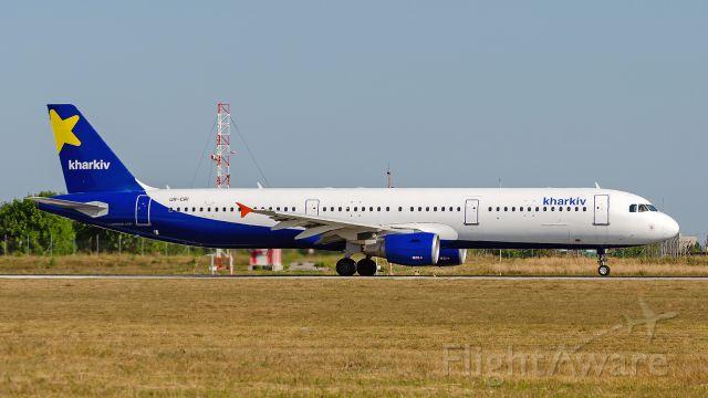 Airbus A321 (UR-CRI)