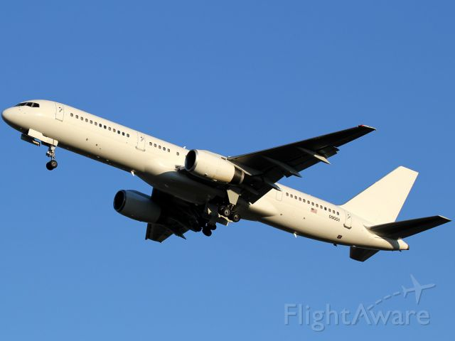 Boeing 757-200 (00-9001) - Nice! Did 5 touch-n-goes.