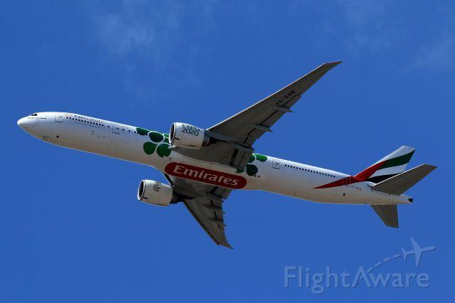 BOEING 777-300 (A6-ENB)