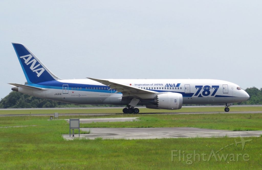 Boeing 787-8 (JA811A) - Taxiing to runway 10 for its flight to Haneda.