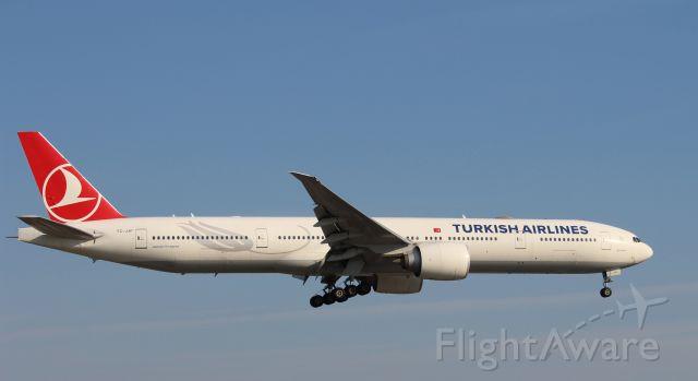 Boeing 777-200 (TC-JJF)
