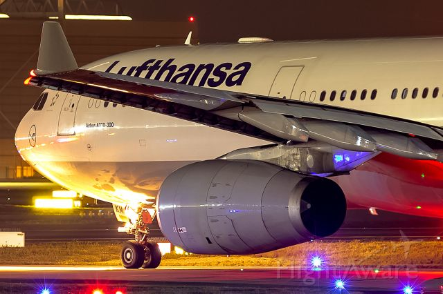 Airbus A330-300 (D-AIKM) - after deicing, waiting for departure