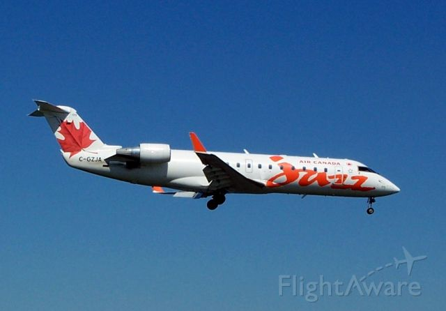 Canadair Regional Jet CRJ-200 (C-GZJA)