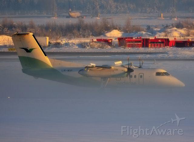 de Havilland Dash 8-100 (LN-WIP) - A crawling winter fog on the runway.