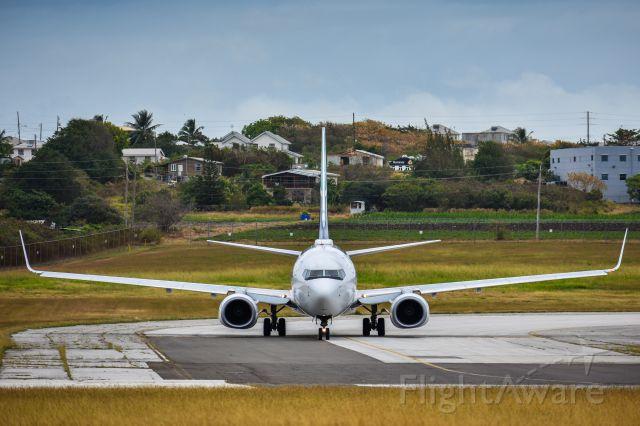 Boeing 737-800 (C-FLWJ)