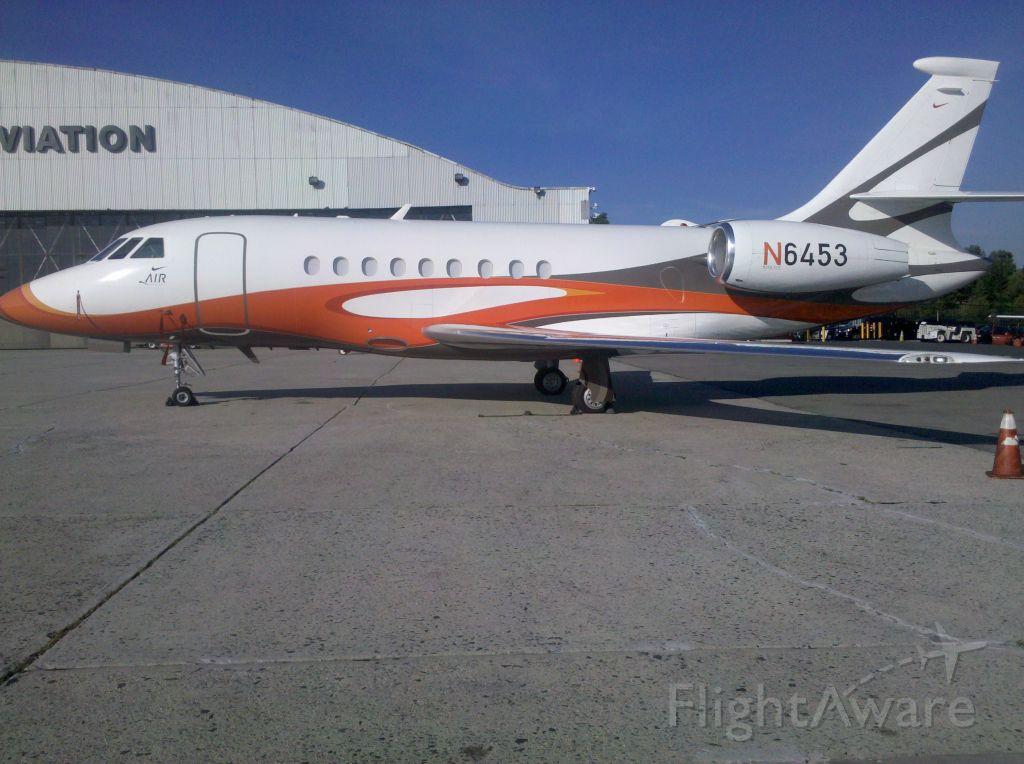 Dassault Falcon 2000 (N6453) - NIKE AIR on the Landmark Ramp