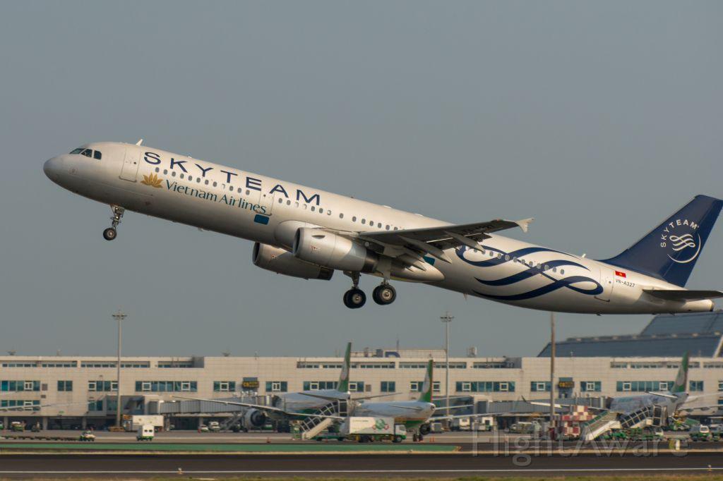Airbus A321 (VNA327)
