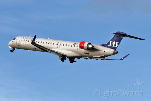 Canadair Regional Jet CRJ-900 (EI-FPP) - SAS/BCY540 cleaning up after departing 23L on the flight back to Copenhagen