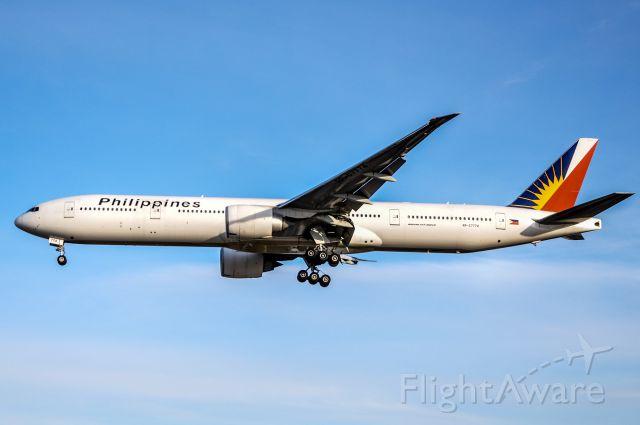BOEING 777-300 (RP-C7774)