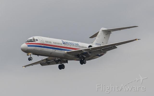 Douglas DC-9-10 (N785TW) - Runway 20R Arrival @KDPA.