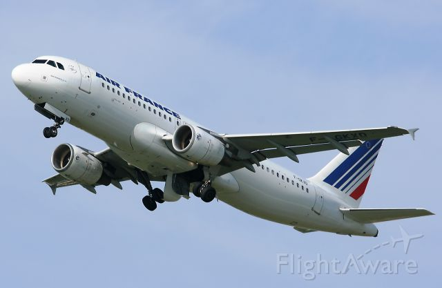 F-GKXD — - Airbus A320-214 d Air France, au décollage de la piste 06/24 de l aéroport d Orly (ORY-LFPO).