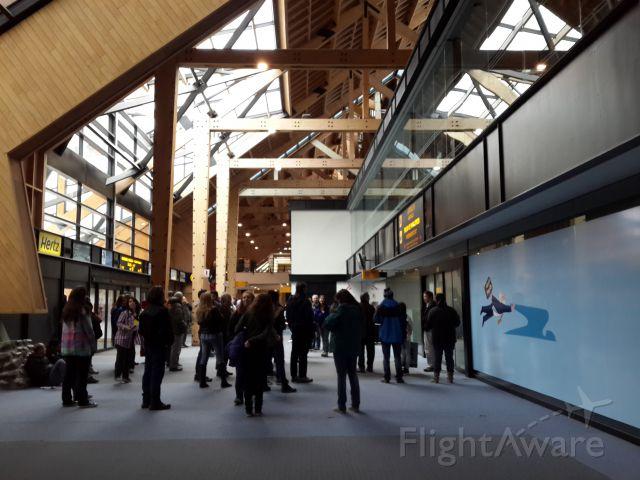 — — - Aeropuerto Internacional Malvinas Argentinas de Ushuaia