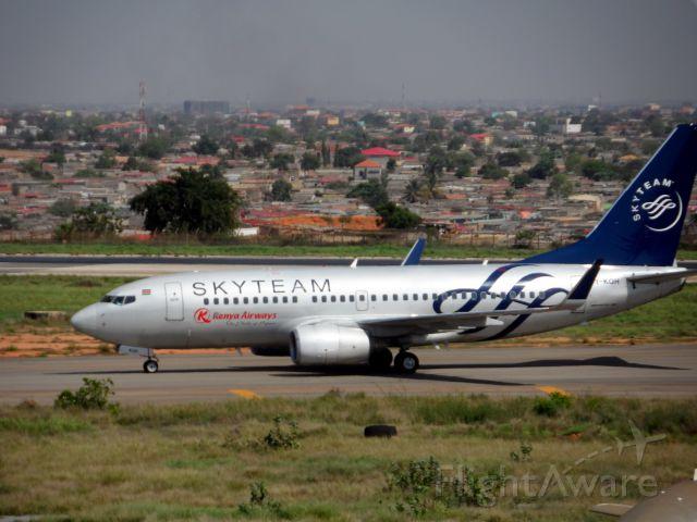 Boeing 737-700 (5Y-KQH)