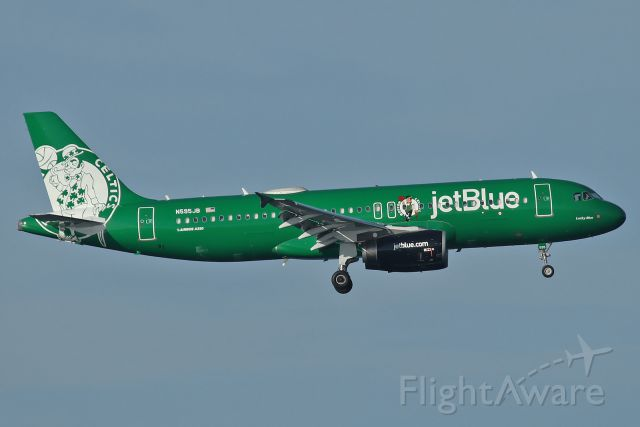 Airbus A320 (N595JB) - First arrival to Boston Logan of the new jetBlue Boston Celtics livery, on final to runway 33L from Portland, OR at 7:20am
