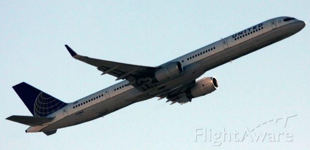 Boeing 757-200 (N73860) - NW Departure, to KOGG  10-27-2012