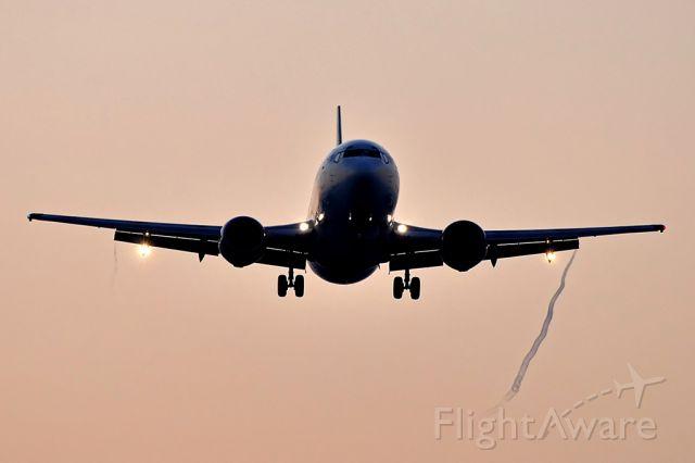 BOEING 737-300 (G-TOYC) - bmibaby RWY06